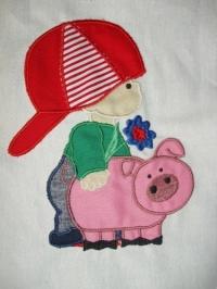 Junge mit Schwein
